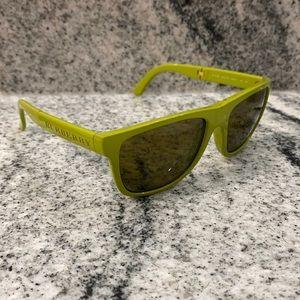 Burberry Authentic Folding Wayfarer Sunglasses 🕶